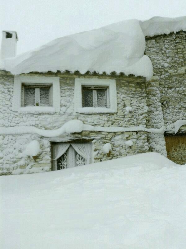 La neu i el vent han enterrat cases senceres a Ares. Font: Juan Manuel Vidal Pitarch