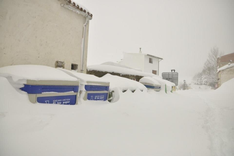 Ares del Maestrat amb els carrers carregats de neu. Font: @meteolp