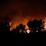 Cerca de 400 desalojados en Gilet (Valencia) por el incendio forestal